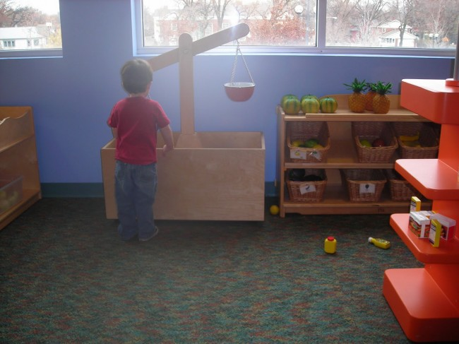 Children's Museum in Oak Lawn - grocery store - Toddling Around Chicagoland